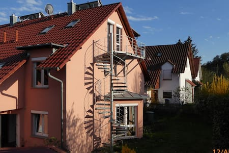 Helles Apartment 35 m² mit Balkon im Dachgeschoss - Überlingen - Wohnung