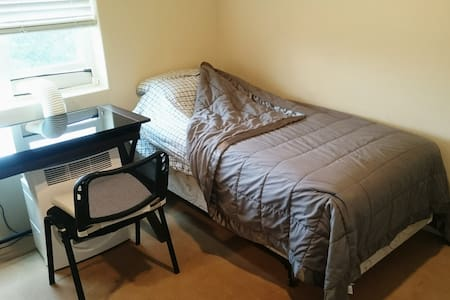 Itty bitty Top Floor Redmond Ecoflat - Redmond - Appartement
