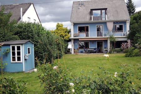 Großes Haus mit Garten und Kamin - Koblenz - Talo