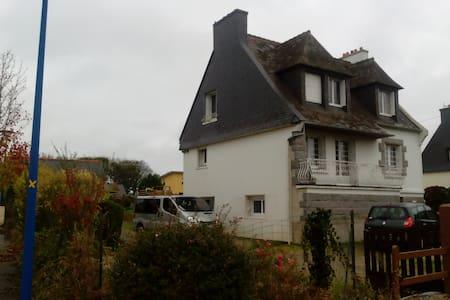 Belle chambre dans maison, proche Brest-Gouesnou - Plabennec - Dům