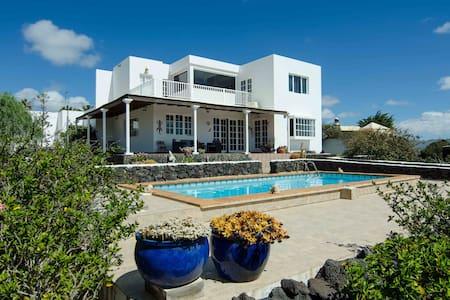 Casa Tesa, your home in Lanzarote - Villa