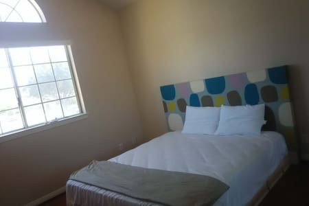 nice cheaper new room - Ház