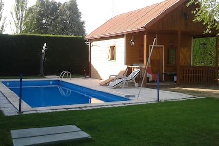 casa de madera a doce km de Segovia - Hontanares de Eresma - Cabana