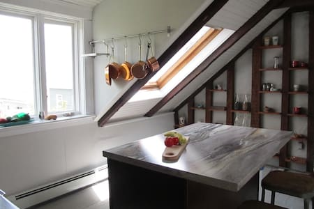 Historic home, walk to waterfront and downtown