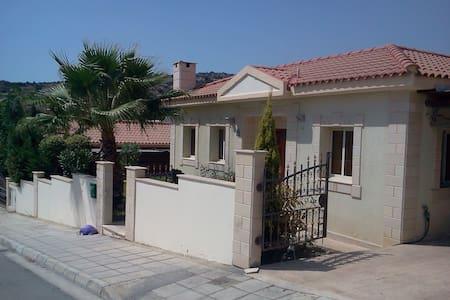Gardenia Villa and pool - Talo