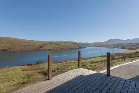 Calath, Isle of Skye, superb mountain/loch views. - House