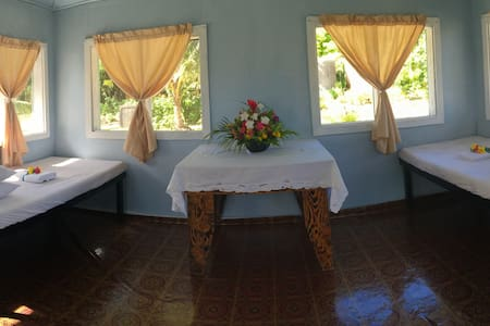 Cabin at Matareva Beach Fale shared bathroom - Lotofaga-uta - Cabanya