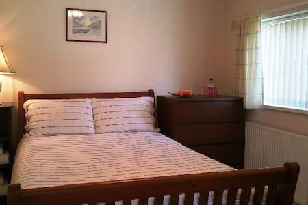 Double room by beach, Barry Island - Casa