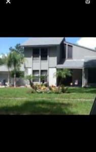 5br/3bath Safe, quiet, excluded neighborhood - Lakeland - House