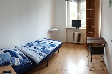 8m² room with LED-TV + free Wifi - Casa