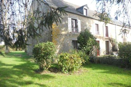 4 chambres de 2 à 3 perso proche Mont-Saint Michel - Rimou - Dům