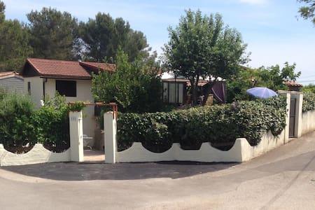 vrijstaande bungalow met zwembad - Huis