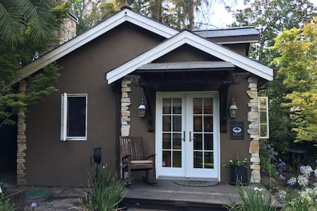 Carmelita Creek House - Guesthouse