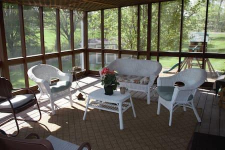 Lovely home near Lake Pamona Kansas - House