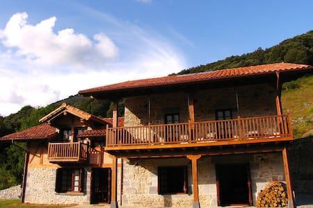 Casa rural en un entorno íntimo y natural - Huis