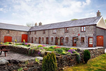 The Old Cowshed 4* Cottage with Stunning Views - Neath Port Talbot - Altres