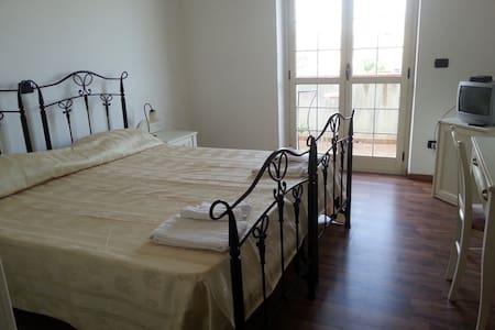 Bed&breakfast Sunrise - Brancaleone Marina - Bed & Breakfast