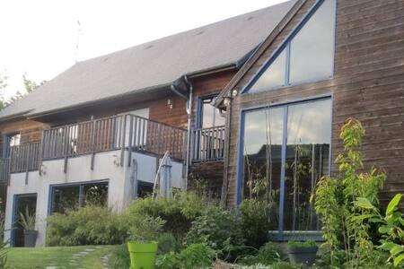 Chambre spatieuse dans un environnement naturel - Châteauneuf-sur-Loire - House