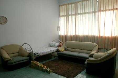 Livingroom@Lau's home - Бандар-Сери-Бегаван - Квартира