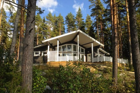 Quality log villa by the lake side! - Villa