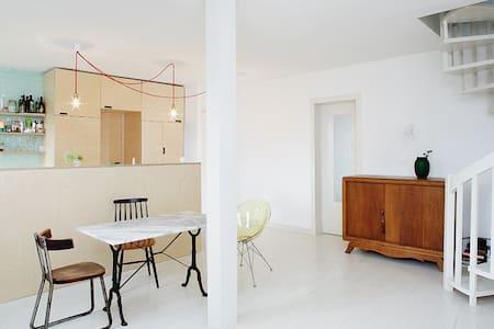 Bright familial Duplex near Montmartre - Lejlighed
