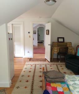 Two rooms in second floor - Flat