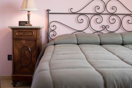 Il Bricco B&B Asti - Camera Matrimonale Il Glicine - Asti - Bed & Breakfast