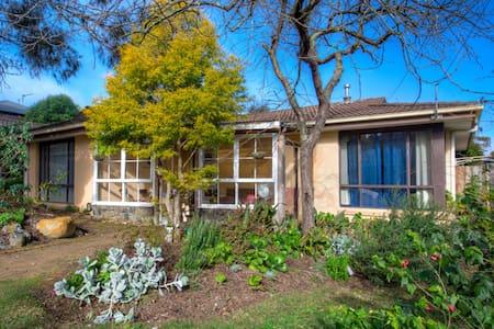 Ballarat Vacation Accommodation - 9 Caroline Court - Nerrina - Rumah