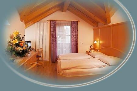 Übernachtungsmöglichkeit mit 4 Doppelzimmer - Bulla - Andere