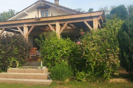 Maison spacieuse et conviviale - Lalinde - Villa