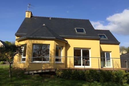 Maison colorée et accueillante - Landerneau - Şehir evi