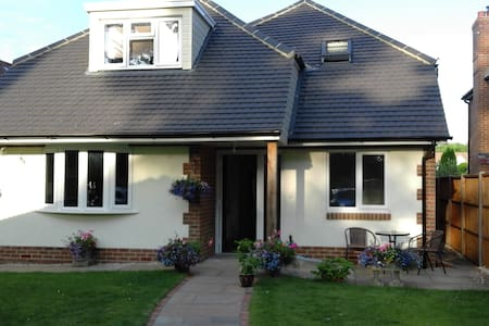 Spacious Double with En-Suite in modern home. - Angmering
