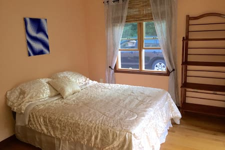 Cute Room in Lakes Region - Quiet Location - Gilford - Huis