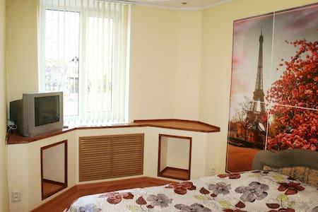 3-комнатная квартира в центре города, рядом Парк - Homieĺ