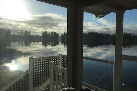 Private Lake Front 1 bed Cottage full kitchen wifi - Victoria - Blockhütte