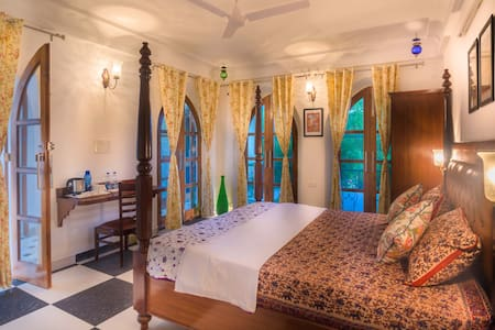 Stay in a Luxurious Home stay near Taj Mahal - Villa