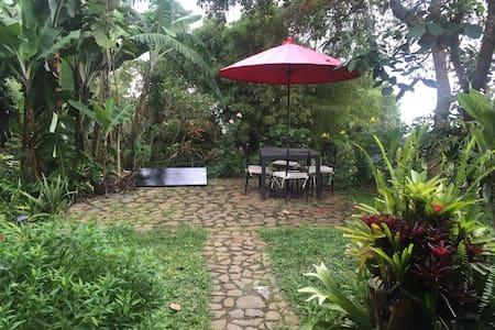 CHALET con hermoso jardín, muy acogedor en Dapa - Haus