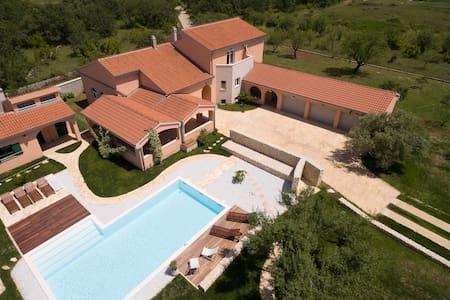 Luxury Villa Portulaca - Villa