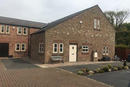 Maypole Farm Barn - Knowsley - Casa