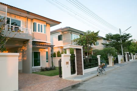 New House/ Peaceful Location/ Pool/ Sauna/ Gym - Tambon Ban Waen