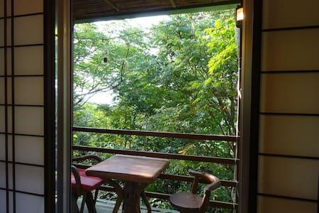 山のカラオケ喫茶で地元の人と交流。完全個室!ペットOK! - Nago - Hut