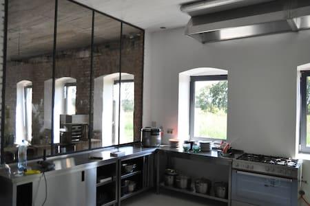 Klimatyczny dom w stylu loft - Jarosławki - Casa