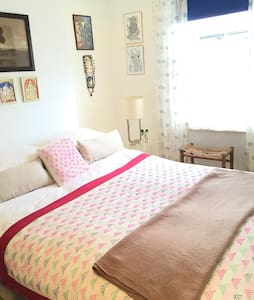 Double Room Colourful Private house - London - Hus