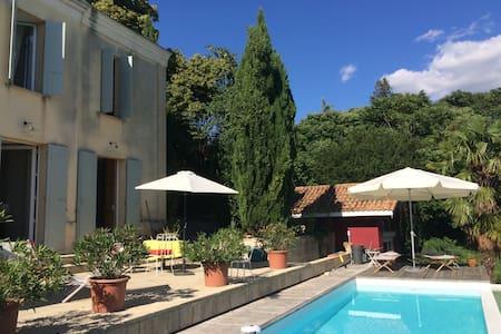maison avec vue, piscine  20 mn Bdx - Cubzac-les-Ponts - House