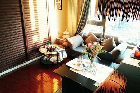 位于国贸CBD三里屯的阳光充沛的咖啡复古公寓 - Peking