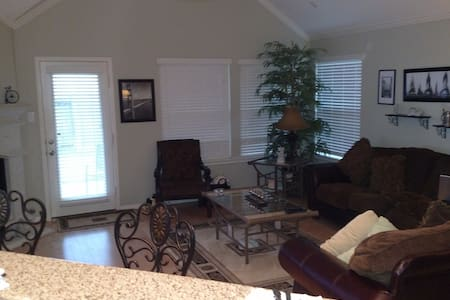 Houston Area 3 Bedroom Spacious Home. Close to IAH - Montgomery County