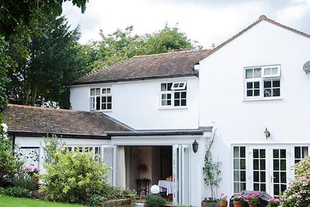 Pope Cottage Bed & Breakfast - Rainham