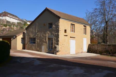 Maison du moulin au bord de la rivère - Semur-en-Auxois - Casa