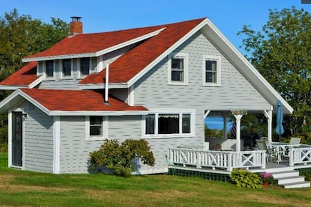 Classic Maine cottage with sea view - Dom