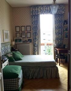 Cute Balcony Room - House
